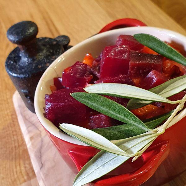 Salată de sfeclă roșie (Video)