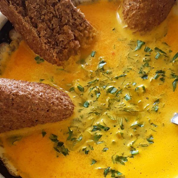 Supa crema de morcovi cu avocado
