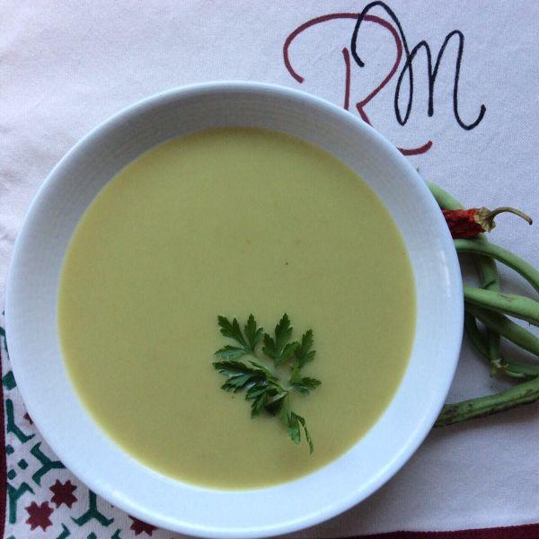 Supă cremă de păstăi