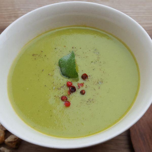 Supă cremă din mazăre cu busuioc