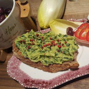 Tartine cu anghinare, avocado si spanac
