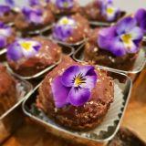 Brioșe cu DOVLEAC cu glazură de cioco (Video)