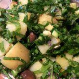 Salată de cartofi noi cu leurdă