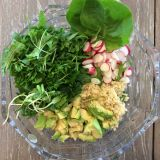 Salată de primăvară cu quinoa